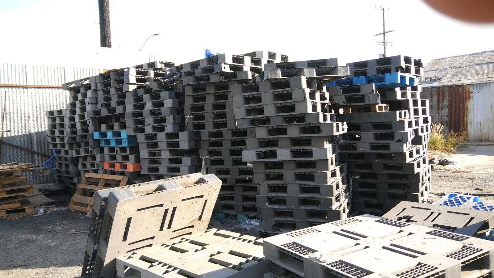 Plastic pallets 607