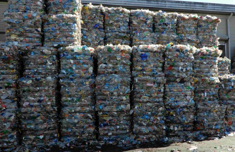 PET bottles in bales 22661