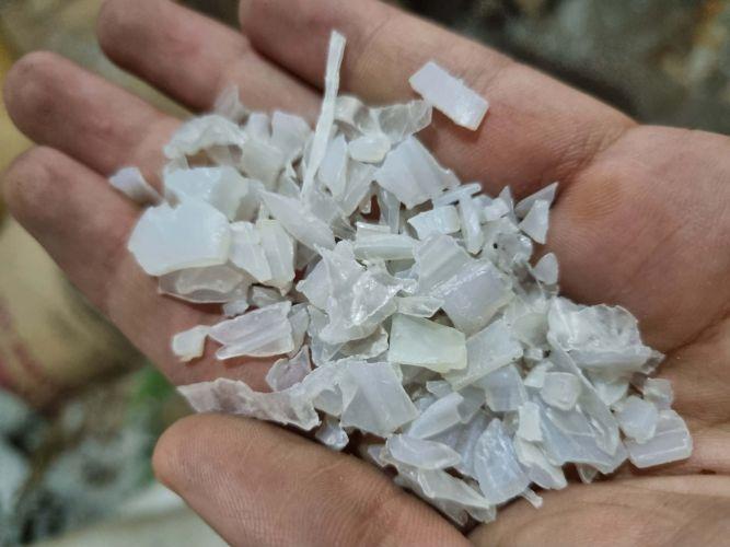 White flakes cold wash Pet 23396